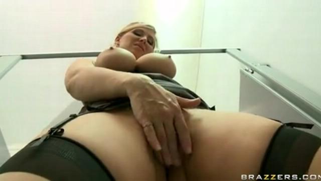 Секс с училкой в туалете